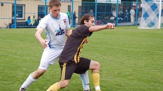 Valašsko – Fotbalisté FC Vsetín si ve Slušovicích udělali velikonoční pomlázku. Kateřinice nebodovaly ani ve třetím jarním zápase. Do bojů o záchranu se pustila meziříčská rezerva, která brankovou přetahovanou zvládla na jedničku. Karlovjané jedou, vyhrál