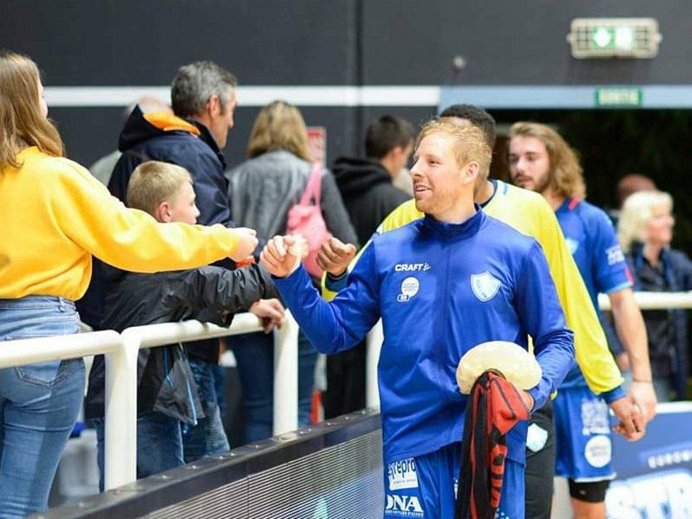 Zkušený 31letý házenkář Ondřej Mika se po 9 letech ve Francii vrací do české extraligy. Ve svém mateřském klubu Robe Zubří podepsal víceletý kontrakt.