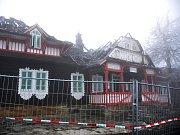 První schránka, do které mohou lidé vhazovat své příspěvky do veřejné sbírky na obnovu vyhořelého Libušína na Pustevnách, je umístěná v budově Sušáku ve Valašském muzeu v přírodě v Rožnově pod Radhoštěm.