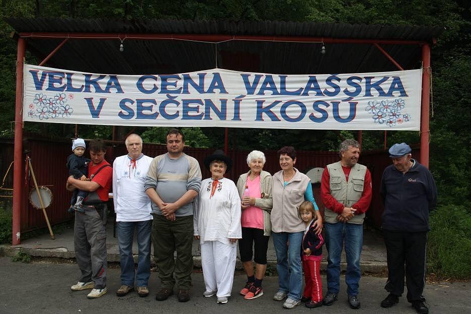 Velké ceny Valašska v sečení kosú v Semětíně