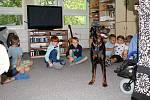 Akci Týden s Nadějí zahájil v pondělí 17. června 2019 program pro prvňáčky ze ZŠ Sychrov v denním stacionáři na Sychrově. Děti se zapojily do canisterapie s cvičenou fenkou Olinkou.