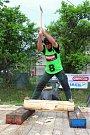 Téměř třicítka borců se sešla v sobotu 12. května 2018 na třetím ročníku dřevorubecké soutěže. Bojovali o titul Prlovský dřevař. Fyzicky nejnáročnější disciplínou byla letos novinka - sekání špalků. S třiceticentimetrovým špalkem si poměrně rychle poradil