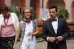 Hraběnka Kira von Zierotin (uprostřed) s kastelánem Janem Anlaufem při návštěvě zámku Žerotínů ve Valašském Meziříčí; sobota 17. srpna 2019