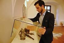 Kastelán zámku Žerotínů ve Valašském Meziříčí Jan Anlauf připravuje ve středu 15. ledna 2020 výstavu historických minci v Muzejní a galerijním centru.
