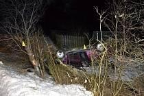 Mladý řidič v Audi se v sobotu 23. února 2019 časně ráno u Vsetína snažil vyhnout zvěři přebíhající přes cestu. S autem se dostal mimo silnici, kde vůz převrátil na střechu.