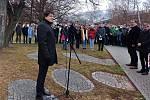 Pietní akt u příležitosti Mezinárodního dne památky obětí holocaustu ve Štěpánské ulici ve Vsetíně; pondělí 27. ledna 2020. Na snímku hovoří k přítomným starosta Vsetína Jiří Růžička.