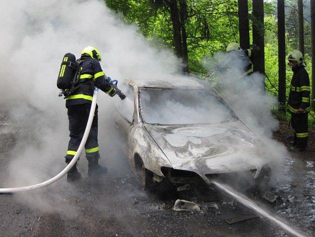 Požár auta u obce Hutisko – Solanec