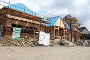 Obnova chaty Libušín na Pustevnách. Hrubá stavba byla dokončená v polovině dubna 2018. Foto z 24. dubna 2018
