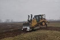Přípravné práce pro stavbu dálnice D55 Staré Město - Moravský Písek (na snímku úsek mezi Nedakonicemi a Boršicemi).