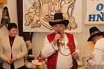 Členové Spolku pro zachování valašských tradic uspořádali 1. února 2020 na Jasence na Moštárně devatenáctý ročník soutěže O najlepší hňápané zelé. Jednatel spolku Milan Mareček.