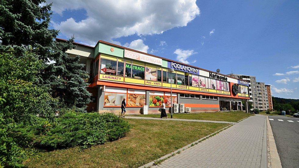 Vsetín - nákupní středisko v sídlišti Sychrov.