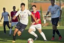 Nejmladším z fotbalového roku Jurošku je Pavel (v bílém), který v 19 letech aktuálně válí za Slovácko.