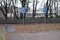 Změna se týká například výše poplatků za vyhrazená parkovací místa. Od Nového roku se totiž zdražuje.