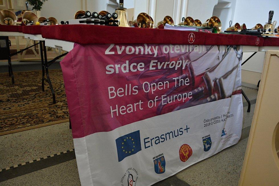 Zvonky dobré zprávy. 10. výročí vzniku oslavil netradiční hudební soubor koncertem v kostele v Ratiboři 17. července 2021. Jeho činnost výuznamně podpořil projekt Erasmus +.