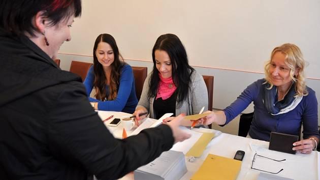 Komunální volby 2014 a Senátní volby 2014 v Hošťálkové na Vsetínsku; pátek 10. října 2014.
