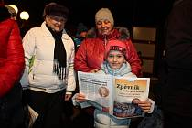 Akci Česko zpívá koledy 2018 doprovodila ve Vsetíně kapela Dareband a dětský pěvecký sbor Trávníček ze ZŠ Trávníky Vsetín. Na terase Domu kultury se sešlo na tři sta lidí.