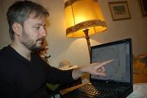Astrolog Robert Zapletal z Rožnova pod Radhoštěm vykládá horoskopy prezidentských kandidátů Václava Klause a Jana Švejnara