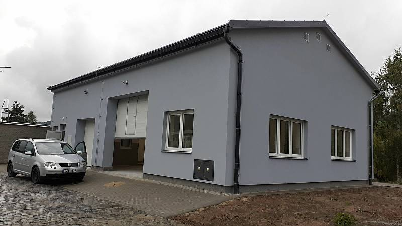 Halenkov - dokončovaná budova re-use centra v sousedství sběrného dvora.