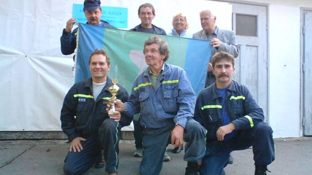 V silně obsazeném hasičském závodě TFA v Brně dosáhli borci ze Stanovnice cenného úspěchu. Stanislav Orság (vlevo dole) obsadil čtvrté místo, Josef Orság (vpravo dole) pak místo šesté.
