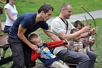Pořad Hravá dědina ve Valašském muzeu v přírodě v Rožnově pod Radhoštěm připomněl návštěvníkům některé zapomenuté dětské hry