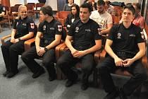 Přijetí čtyř nových strážníků Městské policie Rožnov pod Radhoštěm do aktivní služby.