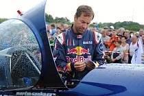 Průběžně vedoucí pilot letošní světové letecké série Red Bull Air Race Martin Šonka na leteckém dni v Poličné; sobota 27. července 2019