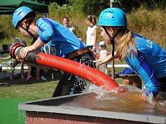 Dobrovolní hasiči soutěží v Hrachovci u Valašského Meziříčí v požárním útoku v dalším kole Valašské hasičské ligy