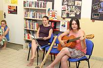 V budově Rodinného a mateřského centra ve Vsetíně otevřeli ve čtvrtek 1. června 2017 nejen pro nejmenší veřejnou bezplatnou knihovničku, které dali název Knihostánek.