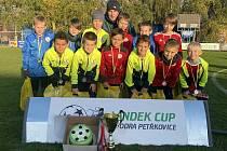 Valašskomeziříčský tým desetiletých fotbalistů pod vedením trenérů Jaroslava Golaně a Lukáše Jurajdy na velkém turnaji přípravek Landek Cup v Ostravě Petřkovicích vybojoval druhé místo.