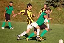 V zápase 1. A třídy vedoucí celek tabulky Vidče (zelené dresy) přivítal Podkopnou Lhotu a remízoval jen 1:1. .