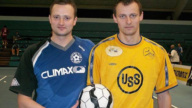 Bratři Patrik (vlevo v dresu Climaxu Vsetín) a Martin Perunové se v Přerově poprvé postavili proti sobě jako soupeři.