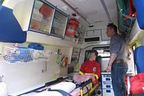 Záchranáři budou vyjíždět na pomoc lidem v nové sanitce.