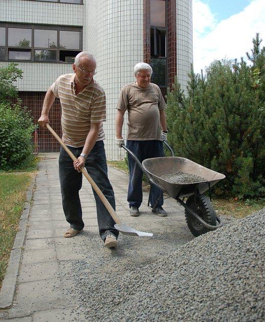 Vsetínská radnice zahájila opravy cest a chodníků.