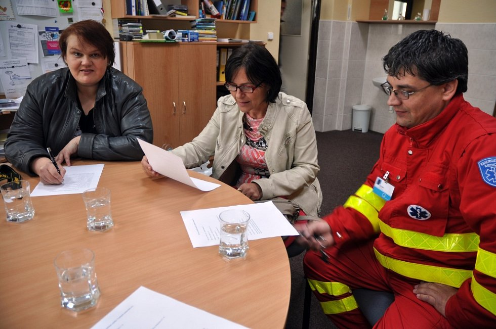 Dopravní zdravotnická služba Vsetínské nemocnice, a. s. pořídila novou moderní stanitku za jeden milion korun. Děti ze Základní školy v Jablůnce jí vybraly jméno Sanitka Anitka.