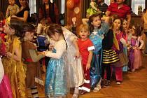 Na tradiční dětský karneval do Študlova dorazily v sobotu 3. února 2018 desítky dětí.