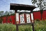 Interaktivní panel pro děti na Naučné stezce Tomáše Bati ve vsetínském údolí Červenka; pátek 31. července 2020