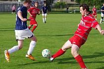 Fotbalisté Zašové (červené dresy) v posledním utkání sezony doma porazili Francovu Lhotu 3:0.