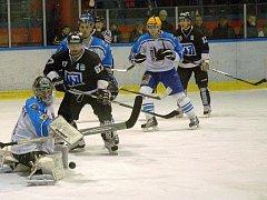 Hokejisté Valašského Meziříčí (bílé dresy) vs. Havířov