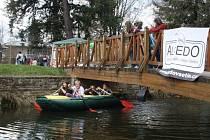 Kdo chtěl, mohl si vyzkoušet plavbu člunem po rybníčku.