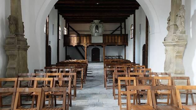 Nově zrekonstruovaný interiér kostela Nejsv. Trojice – stavba se připravuje na II. etapu celkové revitalizace.