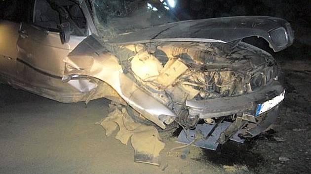Pomoc hasičů po vážné dopravní havárii v Hrachovci