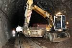Oprava železničního tunelu ve Střelné