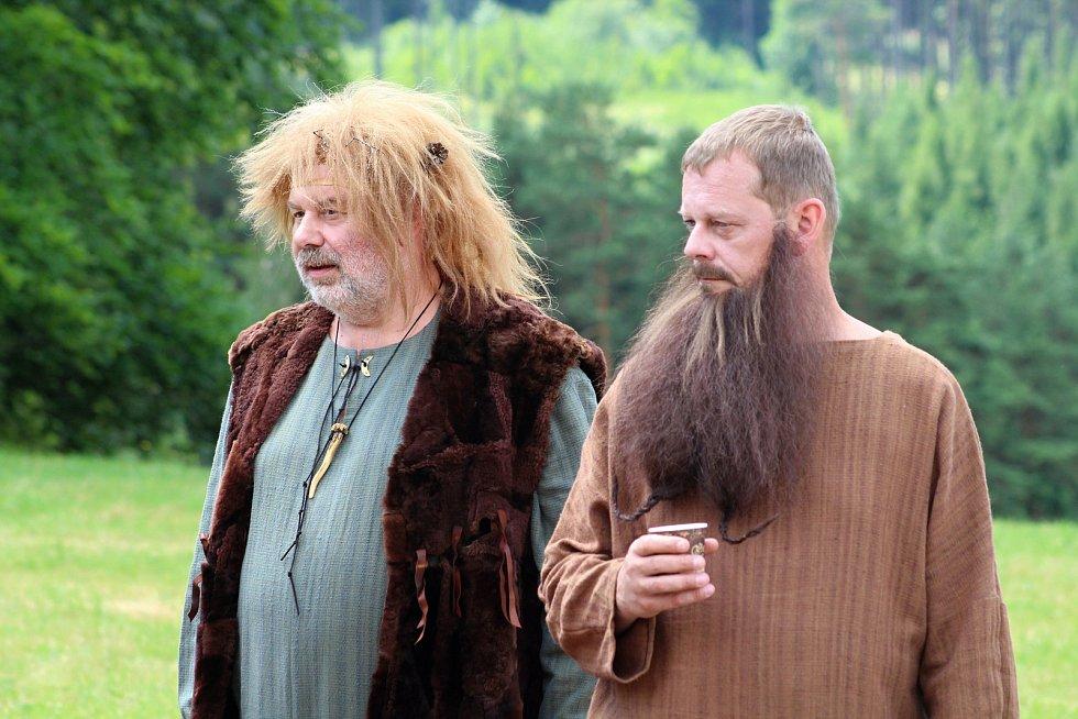 Filmaři pokračovali 3. července 2019 na kopci na Podlesím s natáčením pohádky Největší dar. Role bohů se zhostili také Zdeněk Hrachový a Martin Stránský.