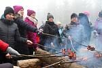 Tradiční setkání u rozhledny na Vartovni mezi Seninkou a Liptálem se uskutečnilo v neděli 30. prosince 2018. I přes mlhavé počasí si ho nenechaly ujít stovky lidí.