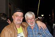 Páteční večer na Valašském záření patřil na Dolním náměstí milovníkům bigbeatu. Vystřídaly se tu kapely Grogy, Old Scart  a Hattrick.