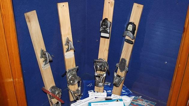 Jedinečnou příležitost poznat minulost lyžování na Valašsku mají lidé v Karlovském muzeu. K vidění jsou předměty spojené s lyžováním, turistikou i známými osobnostmi.