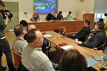 Tisková konference k požáru historické chaty Libušín na Pustevnách v budově Sušáku ve Valašském muzeu v přírodě v Rožnově pod Radhoštěm.