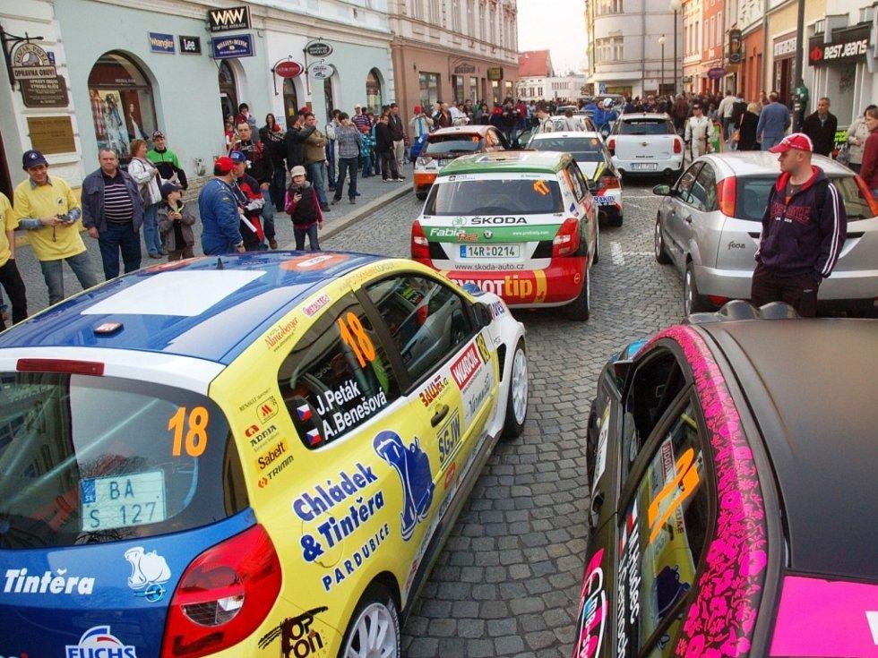 Bonver Valašská rally 2012 – start na náměstí ve Valašském Meziříčí.