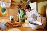 Kurzy pečení valašských frgálů v Resortu Valachy ve Velkých Karlovicích.