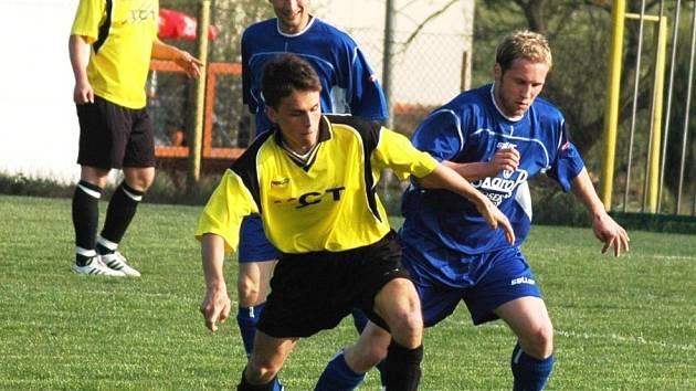 V utkání 1.A třídy Vidče (žluté dresy) – Lukov byli úspěšnější domácí (2:0).